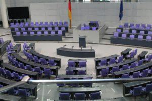 Ein (fast) leerer Bundestag ist eigentlich beschlussunfähig. Das droht, wenn sich die meisten Abgeordneten infizieren.