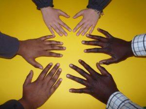 """Sollte der Begriff der """"Rasse"""" aus dem Grundgesetz gestrichen werden?"""